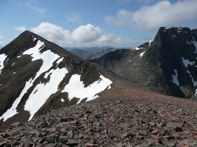 The summit of Carn Mor Dearg (L) with the Carn Mor Dearg arete ...